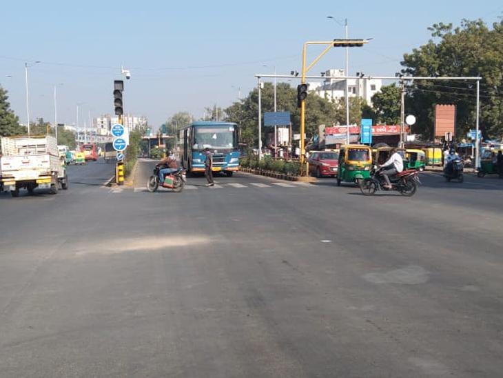 BRTS और STS बस सर्विस भी शुरू हुई।