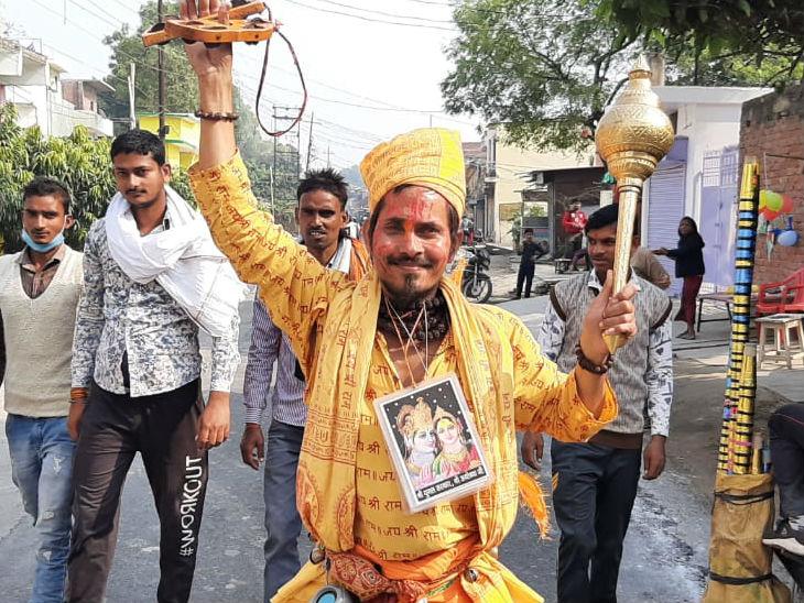 रामनाम के जयघोष के साथ अयोध्या में 14 कोसी परिक्रमा जारी; बाहरी लोगों की एंट्री बैन, पिछले साल करीब 15 लाख श्रद्धालु आए थे लखनऊ,Lucknow - Dainik Bhaskar