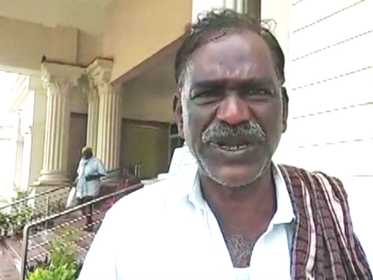 कर्नाटक में नाई ने दलितों के बाल काटे तो 50 हजार रु. का जुर्माना लगाया, लोगों से कहा- उसके यहां बाल न कटवाएं|DB ओरिजिनल,DB Original - Dainik Bhaskar