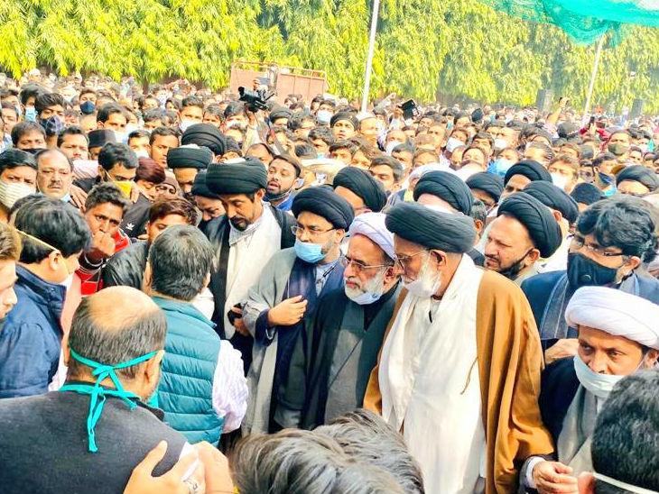 मजलिस में शामिल हुए तमाम मुस्लिम धर्मगुरु।