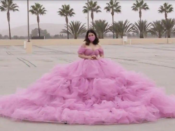 एक महिला ने खोजा सोशल डिस्टेंसिंग का अनोखा तरीका, दो महीने में बनाई 6 फीट लंबी ड्रेस ताकि लोग उनके करीब न आ सकें|लाइफस्टाइल,Lifestyle - Dainik Bhaskar