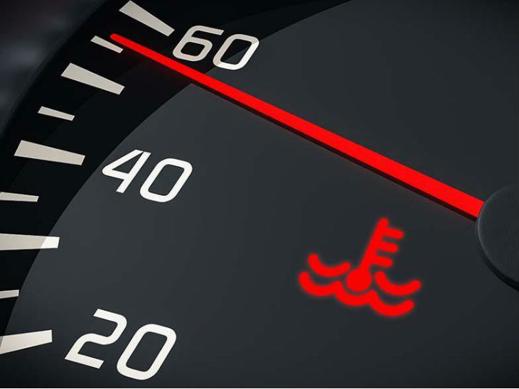 रेड लाइट जलने पर यदि गाड़ी चला रहे, तो इंजन सीज हो सकता है या हेड गैस किट फट सकती है।