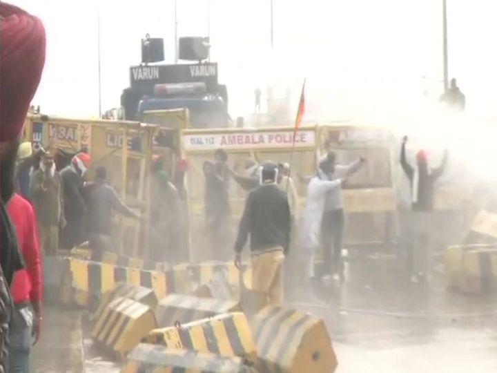 अंबाला में पुलिस ने किसानों पर वॉटर कैनन चलाई।