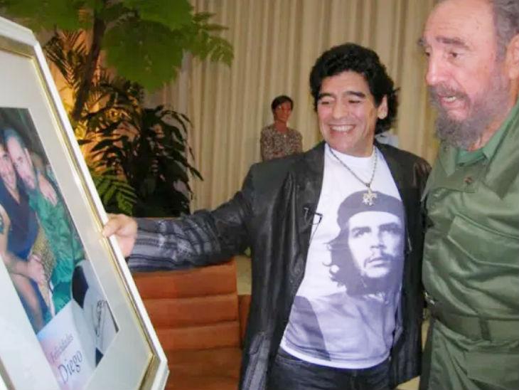 क्यूबा के पूर्व राष्ट्रपति फिदेल कास्त्रो (दाएं) के साथ मैराडोना।