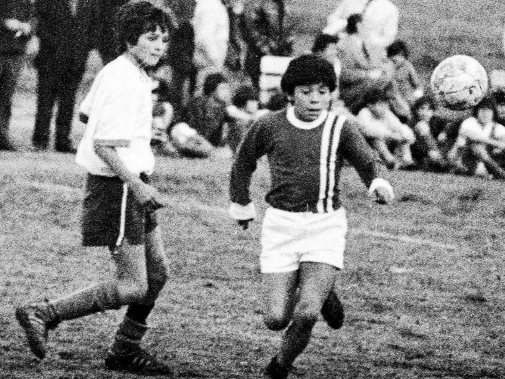 15 साल की उम्र में उन्होंने अर्जेंटीनोस जूनियर्स के लिए प्रोफेशनल करियर की शुरुआत की।