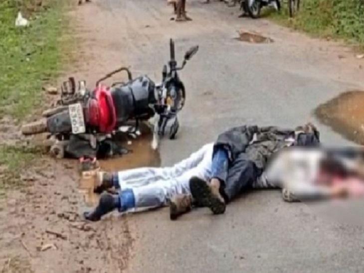 बॉक्साइट से भरे ट्रक ने बाइक सवार युवकों को मारी टक्कर; फिर दोनों को कुचलते हुए निकल गया|बलरामपुर,Balrampur - Dainik Bhaskar