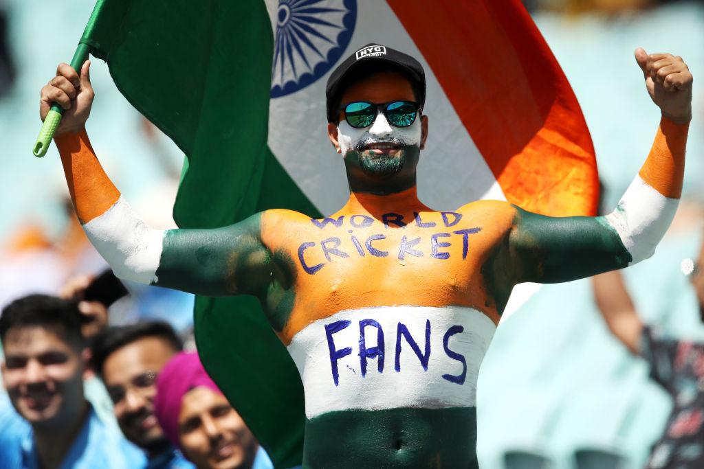 कोरोना के बीच 50% क्रिकेट फैंस को पहली बार स्टेडियम में मैच देखने की अनुमति मिली। मैच देखने की खुशी फैंस के चेहरों पर साफ देखी गई।