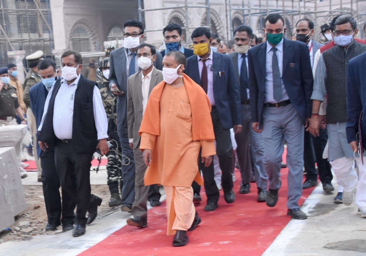 वाराणसी पहुंचकरCM योगी ने PM के आने से पहले देखा तैयारी, 11 लाख दियो से जगमग होंगे गंगा के घाट वाराणसी,Varanasi - Dainik Bhaskar