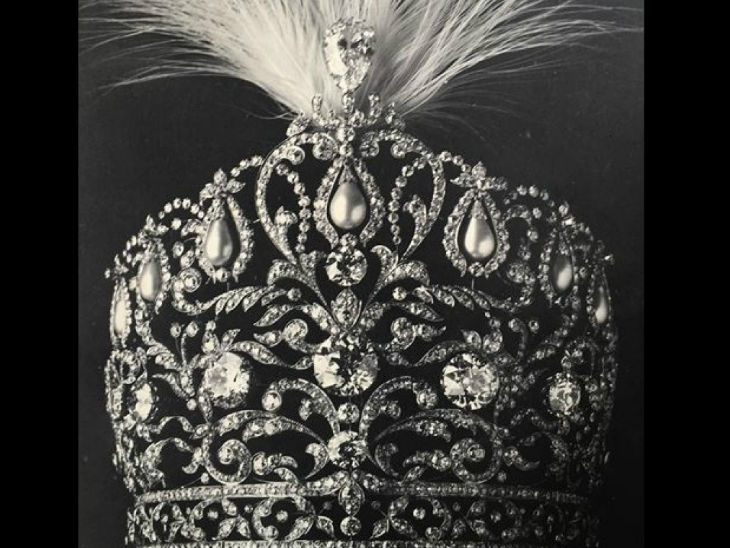 रामपुर के नवाब का ताज। इसमें हीरे जड़े थे।