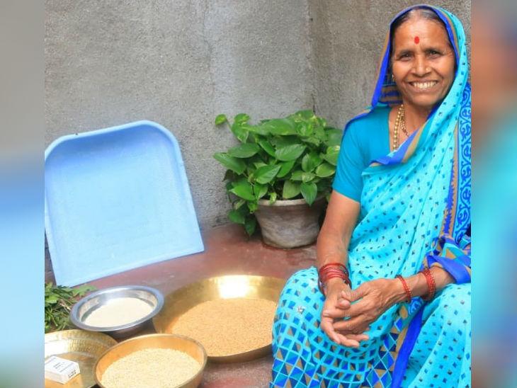 अहमदनगर से करीब 10 किलोमीटर दूर सरोला कसार गांव में रहने वाली सुमन धामने पारंपरिक स्वाद में घर के बने मसालों के साथ महाराष्ट्रीयन डिशेज बनाती हैं।