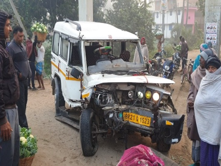 नालंदा में पुलिस की गाड़ी और बोलेरो की जबरदस्त टक्कर, सब इंस्पेक्टर समेत छह पुलिसकर्मी जख्मी, बोलरो के परखच्चे उड़े|बिहार,Bihar - Dainik Bhaskar
