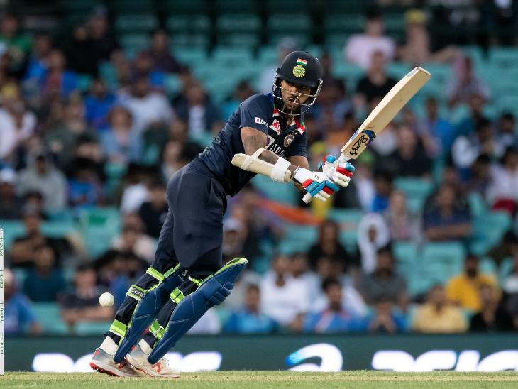 पिछले मैच में फिफ्टी लगाने वाले भारतीय ओपनर शिखर धवन इस मैच में 30 रन बनाकर आउट हुए।