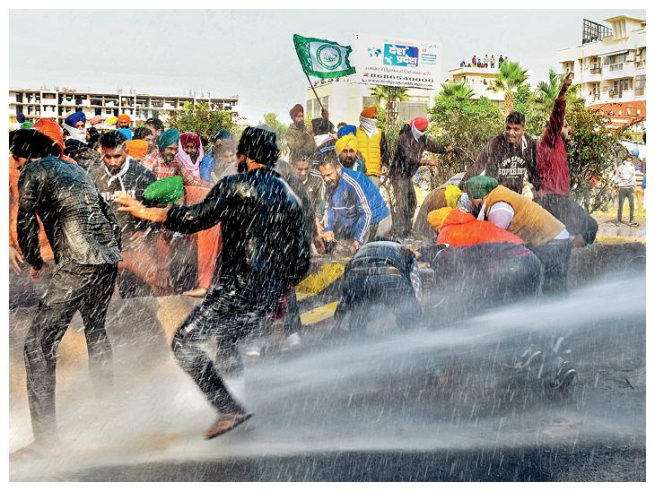 किसानों का दिल्ली की ओर कूच। तस्वीर गुरुवार की है। - Dainik Bhaskar