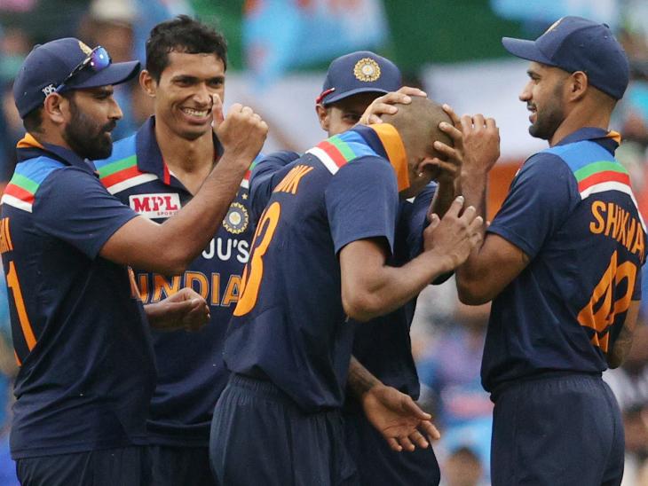चोट से उबरकर वापसी करने वाले हार्दिक पंड्या ने 14 महीने बाद पहली बार बॉलिंग की। उन्होंने 4 ओवर में 24 रन देकर 1 विकेट लिया।