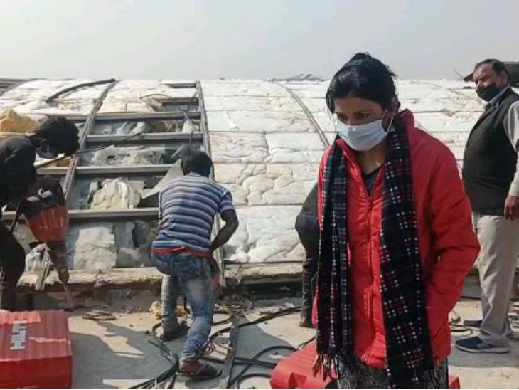 अवैध ड्रैगन मॉल को ढहाने में जुटे मजदूर, आवासीय नक्शे पर कॉमर्शियल निर्माण कराया था लखनऊ,Lucknow - Dainik Bhaskar