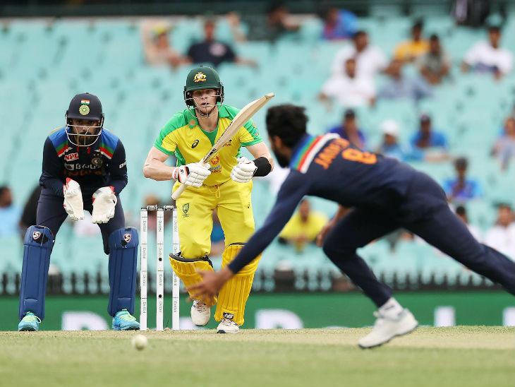 स्टीव स्मिथ ने 64 बॉल पर 104 रन की पारी खेली। यह उनका वनडे करियर का 11वां शतक रहा।