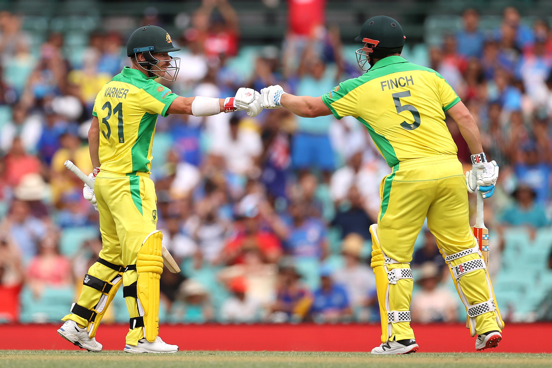 डेविड वॉर्नर और फिंच ने पहले विकेट के लिए 142 रन की पार्टनरशिप की। भारत के 978 वनडे के इतिहास में पहली बार लगातार तीन मैच में विपक्षी टीम ने 100+ रन की ओपनिंग पार्टनरशिप की है।