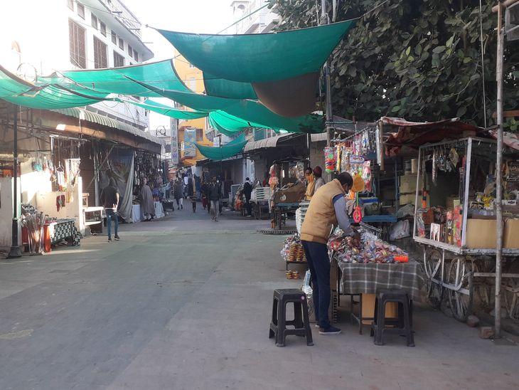 पिछले सालों जो भीड़ पुष्कर के बाजारों में रहती थी, इस बार वह नजर नहीं आई।