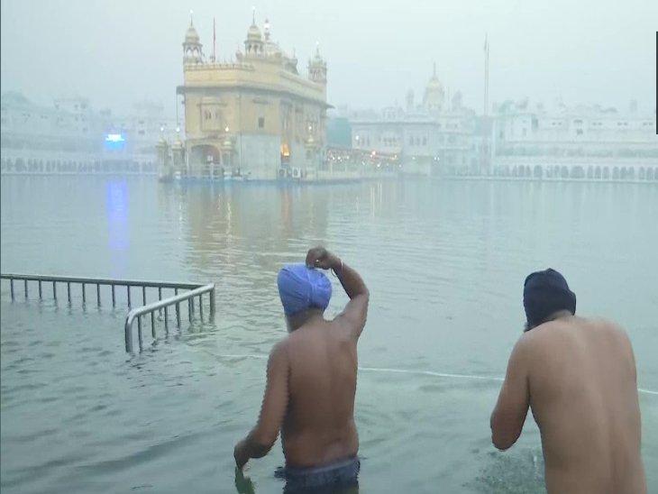 श्री गुरु नानक देव जी की जयंती आज; स्वर्ण मंदिर में उमड़े श्रद्धालु, आस्था की डुबकी लगाई|पंजाब,Punjab - Dainik Bhaskar