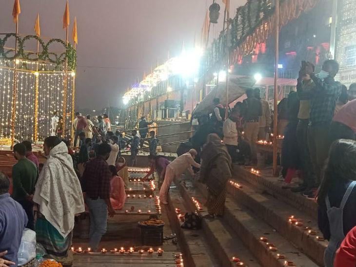 देव दीपावली पर आम लोग ने भी घाटों पर दीप दान किया।