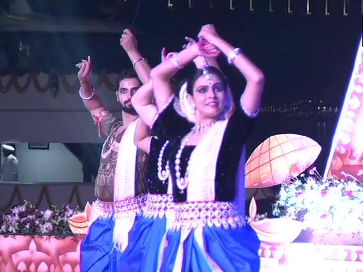 देव दीपावली पर 15 घाटों पर सांस्कृतिक कार्यक्रम किए गए।