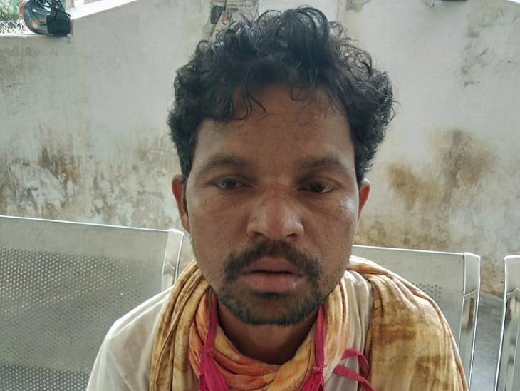 नक्सलियों ने देर रात हंदवाड़ा ग्राम सरपंच के पति की हत्या कर दी है। उसे नक्सली रात को उठाकर ले गए थे। आशंका जताई जा रही है कि नक्सलियों ने पुलिस मुखबिरी के संदेह में उसकी हत्या की है।