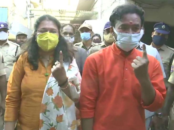 तेलंगाना के गृह राज्यमंत्री जी किशन रेड्डी ने काचीगुड़ा स्थित पोलिंग बूथ पर वोट डाला।