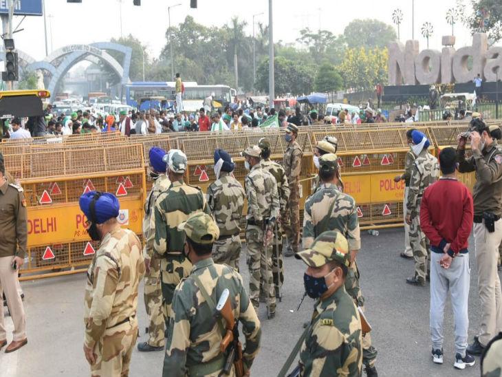 नोएडा में चिल्ला बार्डर के पास दिल्ली के जंतर मंतर जाने के लिए अड़े किसान। किसानों के हंगामे को देखते हुए भारी संख्या में पुलिसकर्मियों की तैनाती की गई है। - Dainik Bhaskar