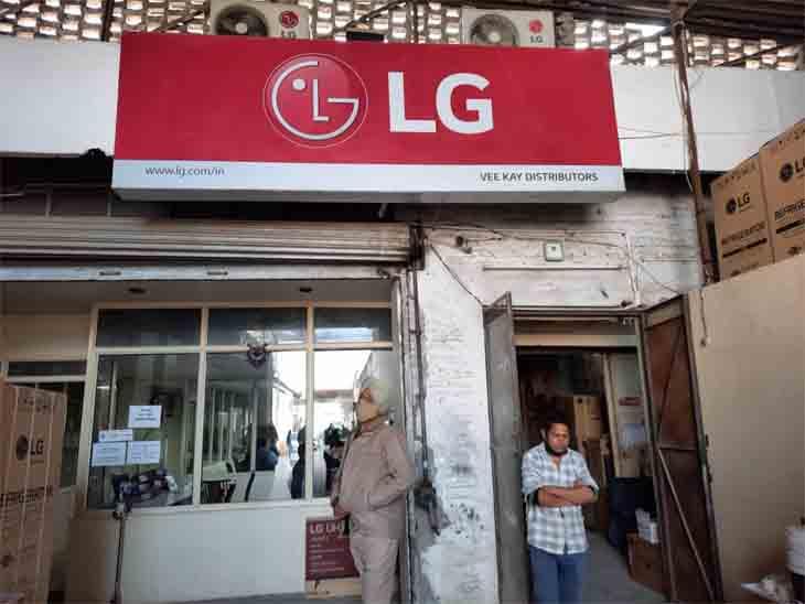 LG गोदाम में चोरों ने रात को चोरी कर ली