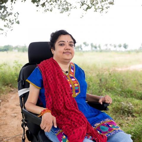 प्रीती श्रीनिवासन व्हीलचेयर पर बैठकर दिव्यांगों को दिखा रहीं राह।