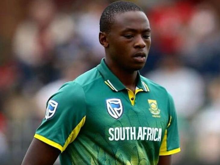 दक्षिण अफ्रीका को 3 मैचों की टी-20 सीरीज में हार मिली है। वह दो मैच हार चुकी है। रबाडा को अब तक दो मैचों में सिर्फ एक विकेट ही मिला है। - Dainik Bhaskar