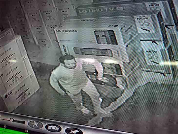 CCTV में चोरों की फोटो आ गई