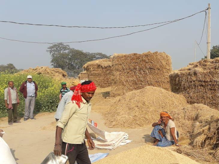 पंजाब और हरियाणा में बिहार के मुकाबले किसानों के पास जमीन भी अधिक है। पंजाब में हर किसान के पास औसतन 3.62 हेक्टेयर जमीन है जबकि बिहार में औसत जमीन 0.61 हेक्टेयर ही है।