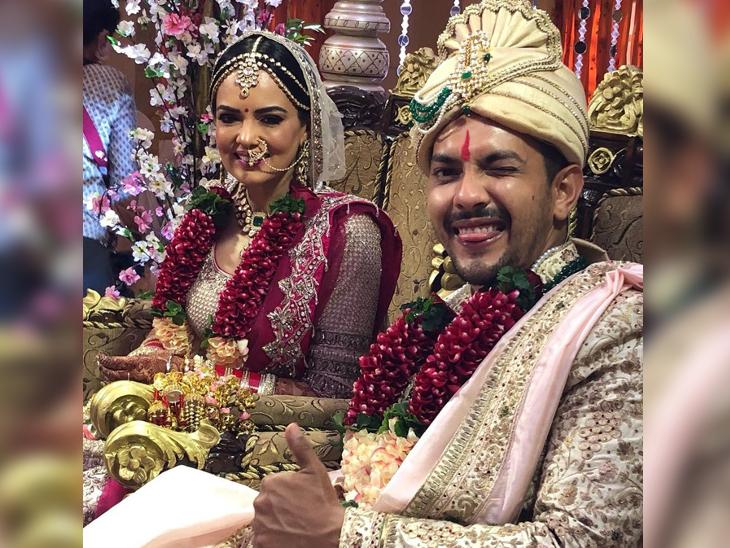 दूल्हा-दुल्हन बने आदित्य और श्वेता की जोड़ी तस्वीरों में शानदार दिखाई दे रही है। दोनों की जोड़ी बहुत खूबसूरत लग रही है।