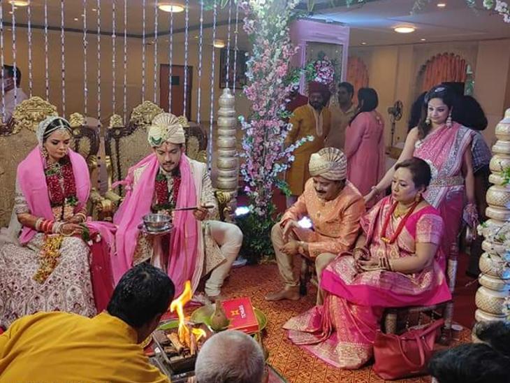 2 दिसंबर को मुंबई के एक 5 सितारा होटल में आदित्य का रिसेप्शन है, जिसमें प्रधानमंत्री नरेंद्र मोदी समेत कई VIP गेस्ट्स को आमंत्रित किया गया है।
