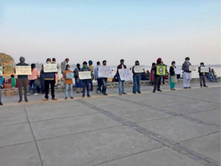 किसान आंदोलन के समर्थन में यूथ फॉर स्वराज, लोगों को दे रहे नए कृषि कानूनों के नुकसान की जानकारी|चंडीगढ़,Chandigarh - Dainik Bhaskar