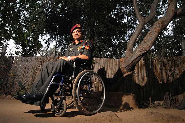 व्हीलचेयर पर होने के बाद भी मे. जनरल सुनील राजदान आतंकियों के खिलाफ लगातार रणनीति बनाते रहे।