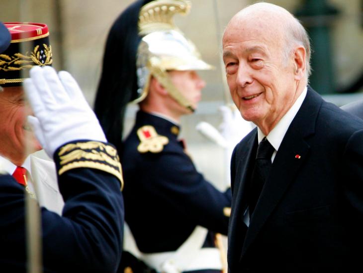 फ्रांस के पूर्व राष्ट्रपति वेलेरी गिसकार्ड डिएस्टेंग का कोरोनावायरस से संक्रमित होने के बाद निधन हो गया। 94 साल के वेलेरी 1974 से 1981 तक राष्ट्रपति रहे।(फाइल)
