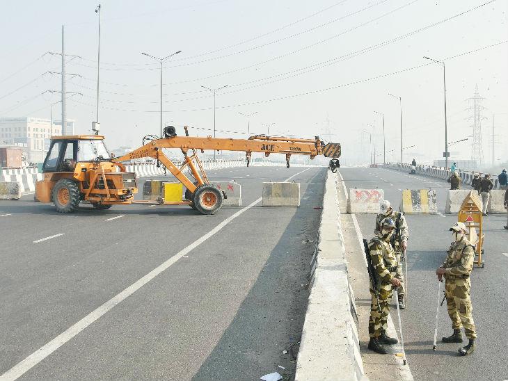 दिल्ली-गाजीपुर बॉर्डर पर तैनात सुरक्षा बल।