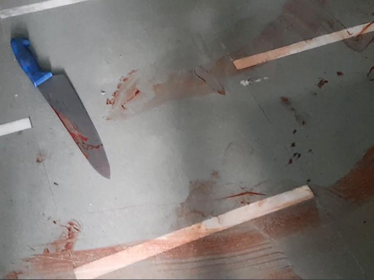 हत्या में प्रयोग किया गया चाकू।