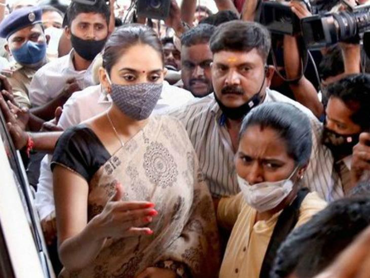 जेल में 90 दिनों से बंद हैं कन्नड़ एक्ट्रेस रागिनी द्विवेदी, सुप्रीम कोर्ट ने कर्नाटक सरकार से मांगा जवाब|बॉलीवुड,Bollywood - Dainik Bhaskar