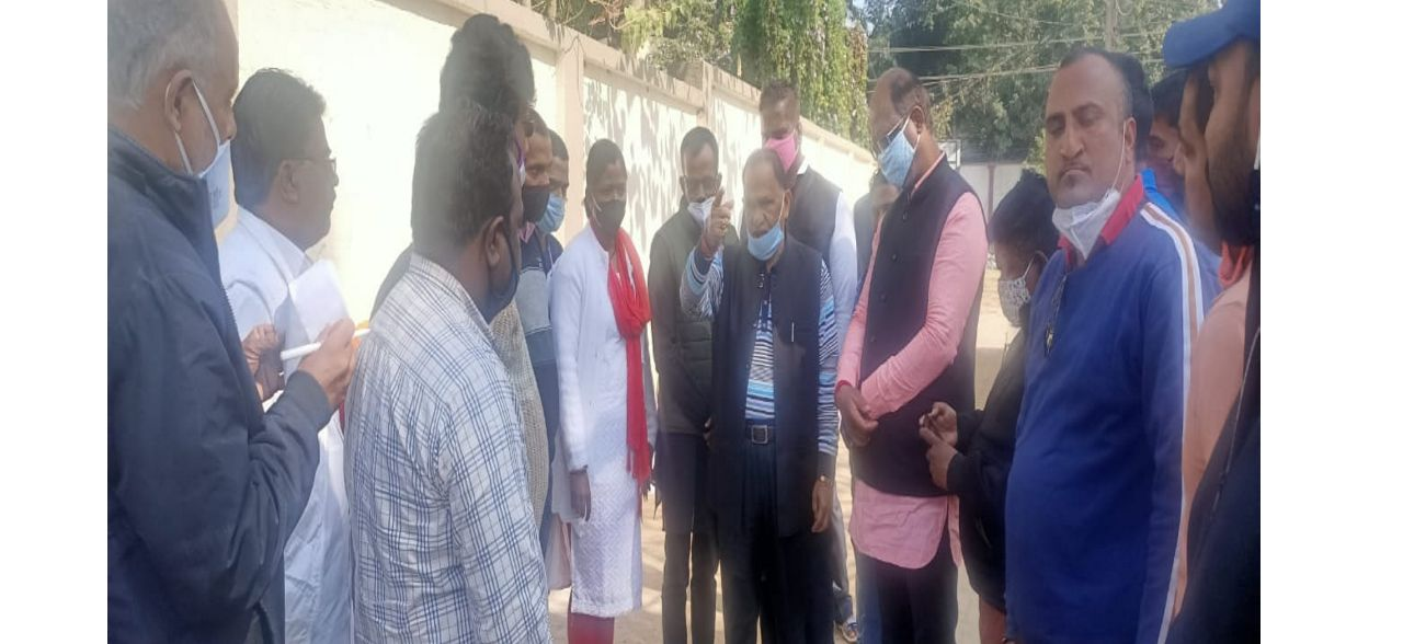 सीपी सिंह ने कहा कि कृष्णा नगर की सड़क खराब बनी तो वेतन के पैसे से कराएंगे सड़क का निर्माण|रांची,Ranchi - Dainik Bhaskar