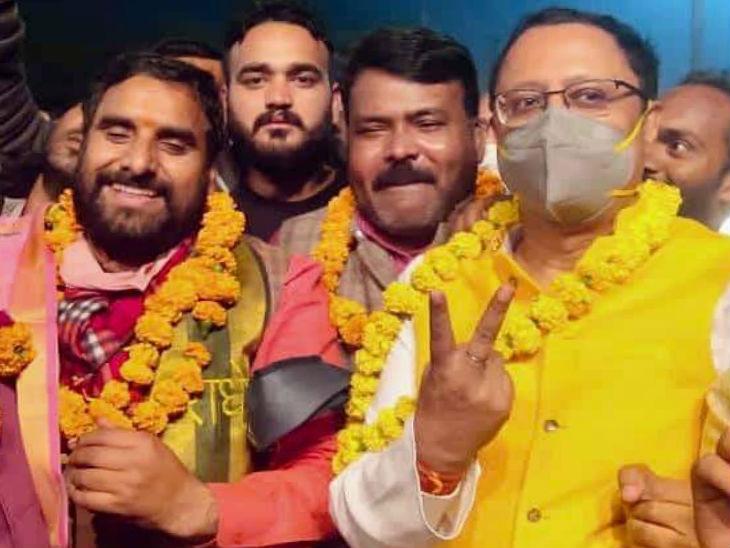 यूपी में एमएलसी चुनाव: आगरा स्नातक सीट पर भाजपा उम्मीदवार मानवेंद्र प्रताप सिंह हुए विजयी, 3 दिन तक चले मतगणना के बाद घोषित रिजल्ट
