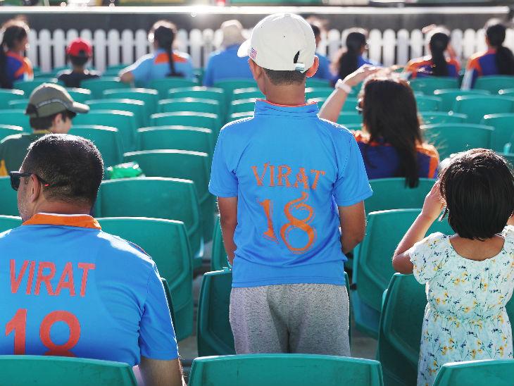 मैच में कोहली के फैंस भी पहुंचे। इनमें बच्चों से लेकर बड़े शामिल रहे।