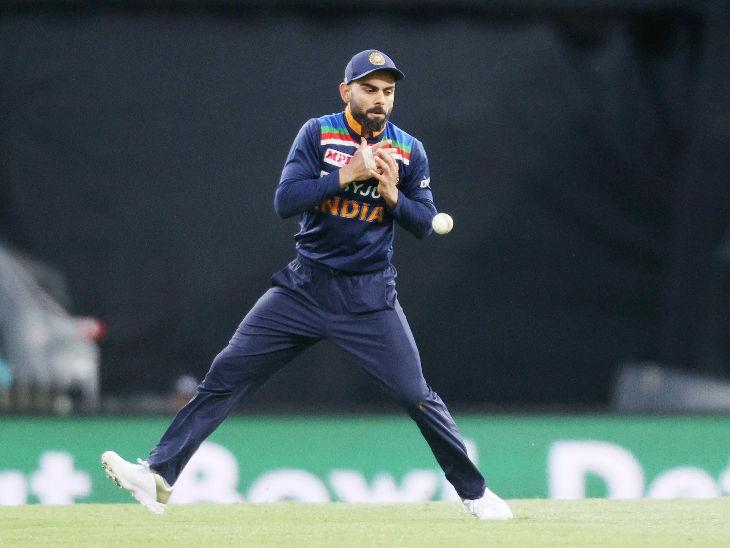 विराट कोहली ने ऑस्ट्रेलियाई पारी के 8वें ओवर में आखिरी बॉल पर मैथ्यू वेड का आसान सा कैच छोड़ दिया। हालांकि, इसी दौरान एक रन लेने के चक्कर में वेड रनआउट हो गए। उन्हें कोहली ने ही आउट किया।