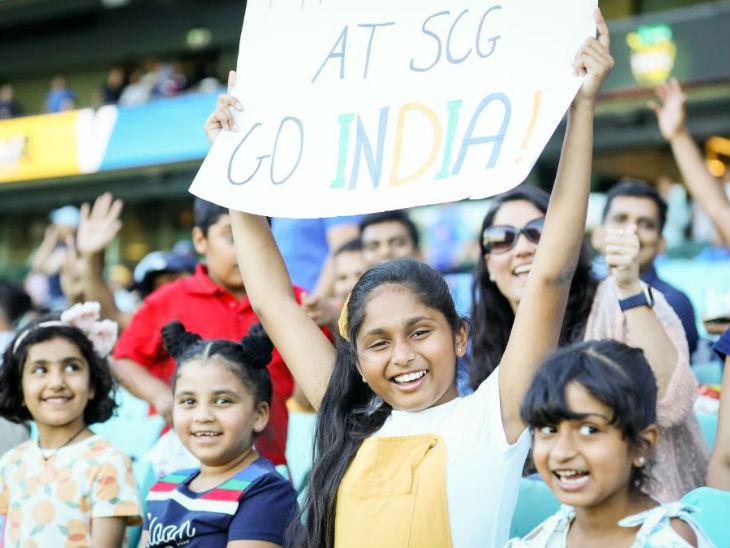 भारतीय टीम को सपोर्ट करने के लिए नन्हें फैंस भी स्टेडियम में पहुंचे। कोरोना के बीच ऑस्ट्रेलिया सरकार ने स्टेडियम में 50% फैंस को एंट्री की अनुमति दी है।