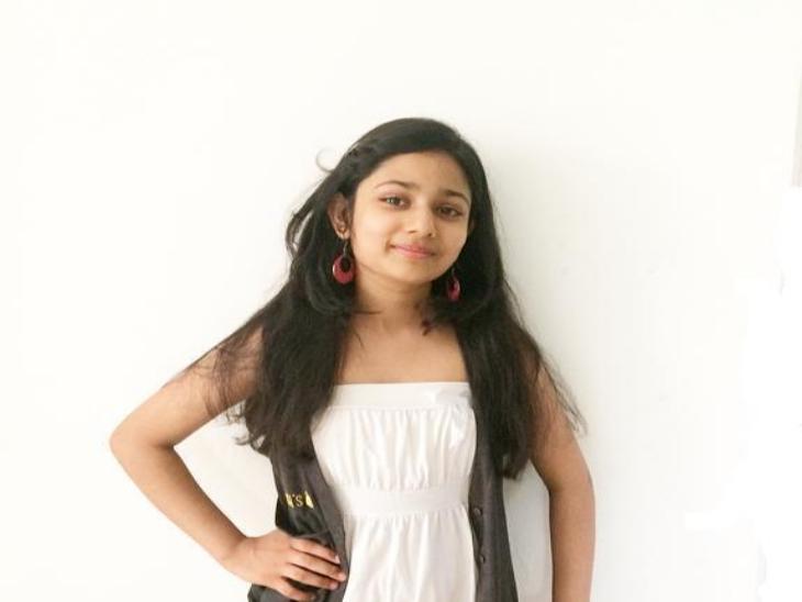 अब परिवार की इस विरासत को अयाना आगे बढ़ा रही है। फिलहाल वह अपना पहला हिंदी गीत लव यू जिंदगी रिकॉर्ड कर रही हैं जो आशा का संदेश फैलाएगा!