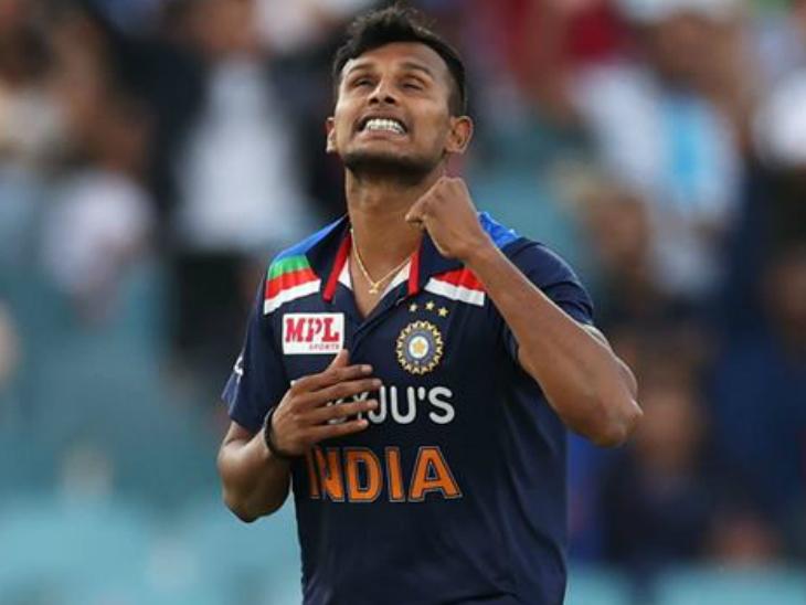 टी नटराजन ने सीरीज में अब तक खेले गए दो टी-20 मैचों में 5 बल्लेबाजों को आउट किया है। - Dainik Bhaskar