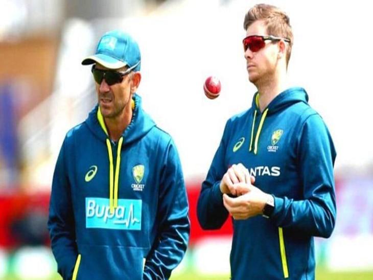 ऑस्ट्रेलिया के चीफ कोच जस्टिन लैंगर और पूर्व कप्तान स्टीव स्म्थि। - Dainik Bhaskar