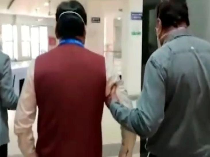 डॉ. जड़िया को बाहर ले जाया गया और सीधे जांच के लिए निजी अस्पताल पहुंचे।